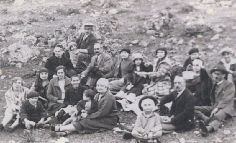 Picnic with the Arcas, Binson, J. Braggiotti, Castelli, De Portu and Caraman families, c. 1925 - image courtesy of Mercia Mason-Fudim